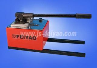 飞耀液压油的选择 如何选择合适的液压千斤顶生产厂家 液压千斤顶的图片